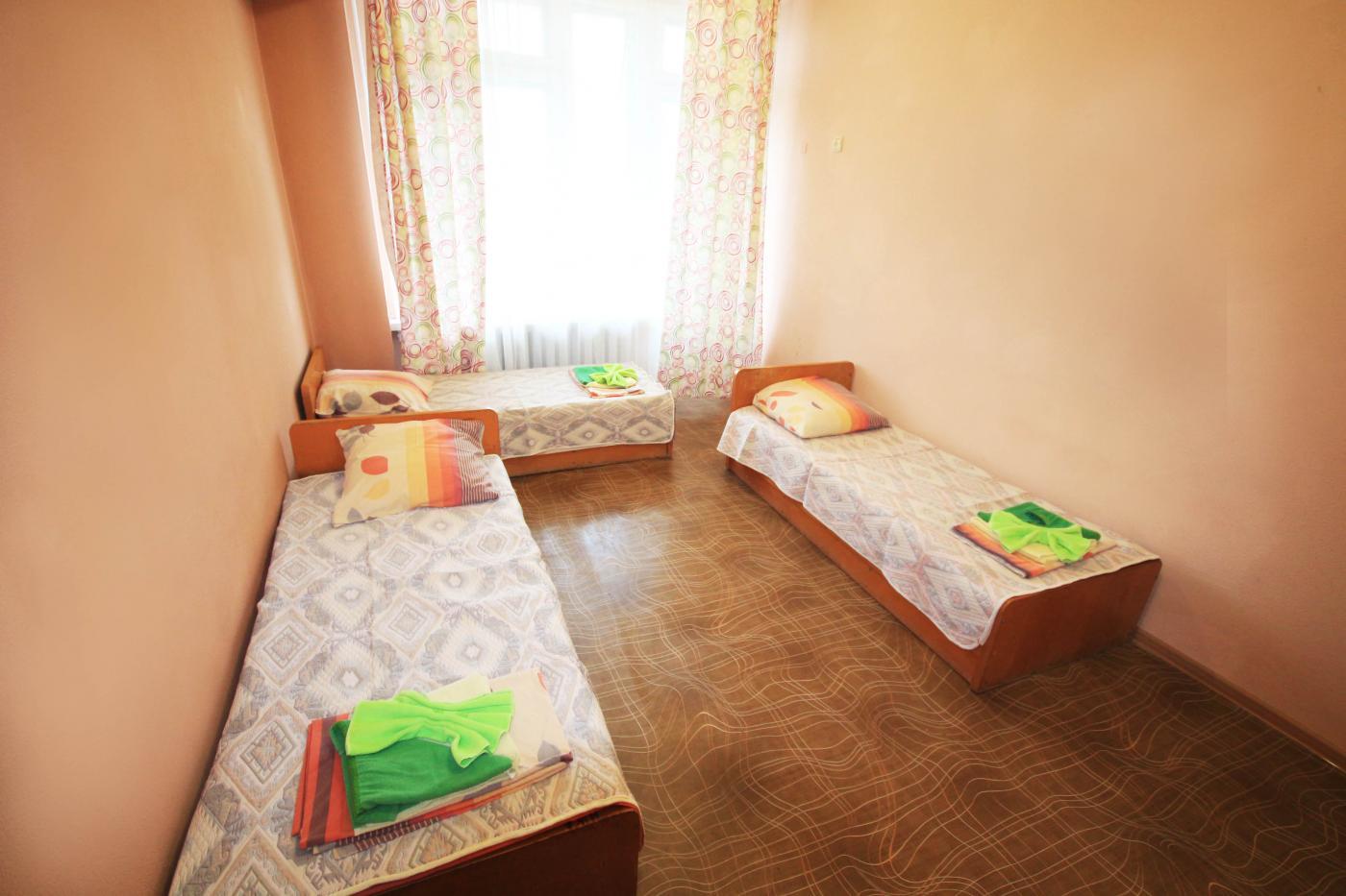 Хостел - 3-х местный с удобствами в номере