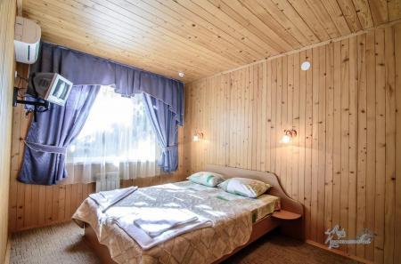 Деревянный коттедж 2комнатный 2 местный