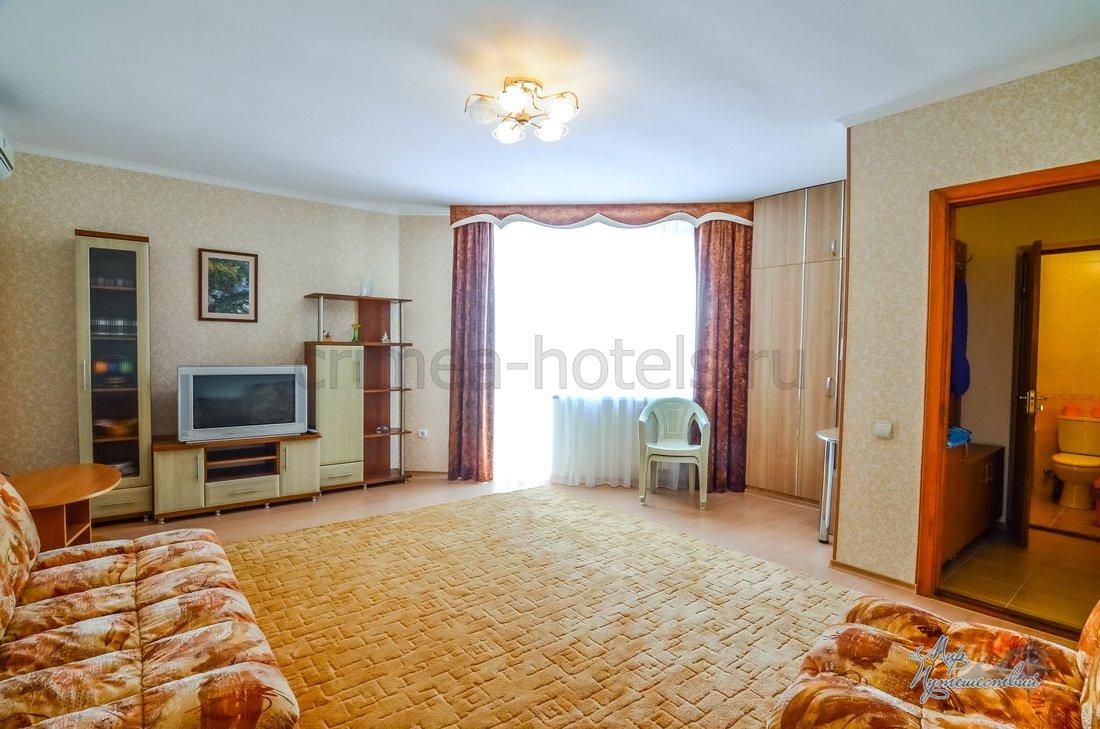 Отель Каламит Евпатория Люкс 2-х местн. 2-х комн. с балконом и видом на море