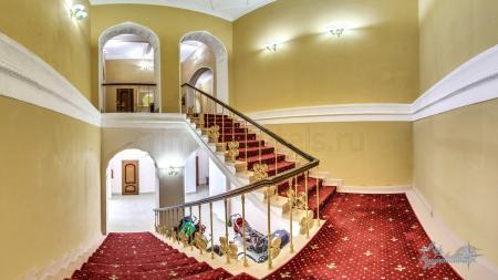 Ресепшен и коридоры отеля