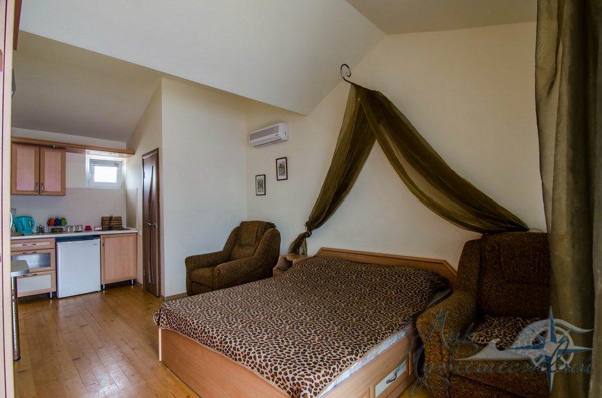 Апарт-отель Эллинги У моря (Дельфин 93) Евпатория 1 комнатный  2-4 местный №11а