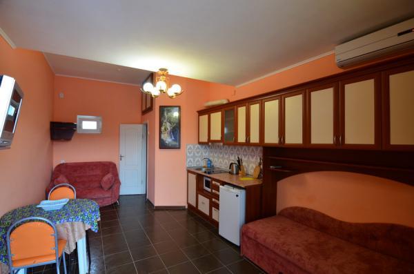 Апарт-отель Эллинги У моря (Дельфин 93) Евпатория 1 комнатный  2-4 местный №34а