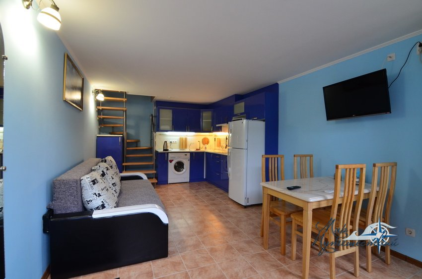 2 комнатный 2-4 местный люкс с кухней
