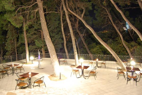Дом Творчества писателей им. А.П.Чехова Ялта кафе на открытом воздухе