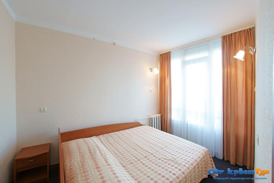 Туристско-Оздоровительный Комплекс Восход Алушта 2 комнатный 2 местный номер-спальня