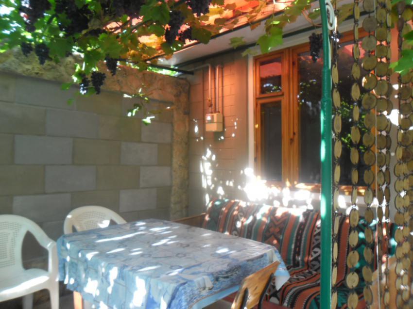 Дом 2 комнатный дом Средняя 65 кв 2 Евпатория Двор
