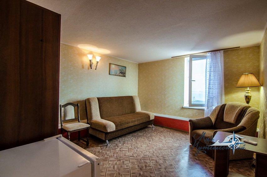 Гостевой Дом Фортуна (территория Строителя) Заозерное 2-х комнатный номер Люкс (2-й этаж)