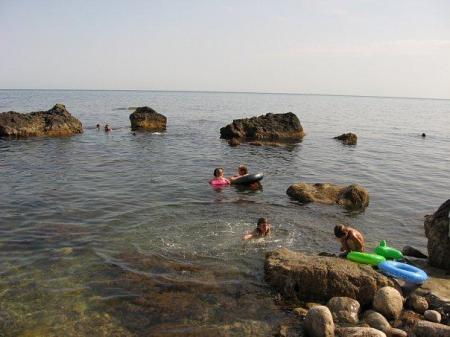 берег моря перед корпусом Ассоль-море