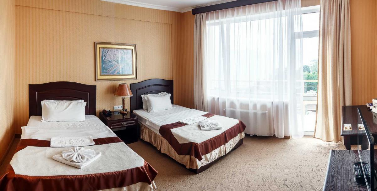 Отель Barton Park Алушта 2-х комнатный семейный