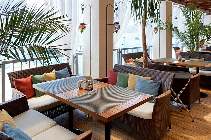 Гостиница Ялта-Интурист Ялта Пляжный ресторан Диван