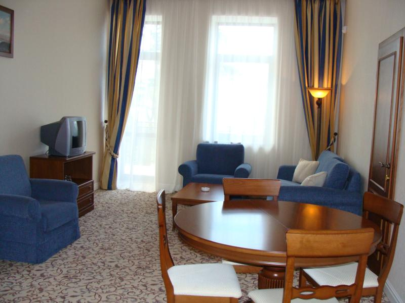 SPA-Отель Riviera Sunrise Resort & SPA (бывший Radisson) Алушта 2-х комнатный люкс