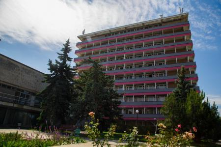 Территория санатория Таврия