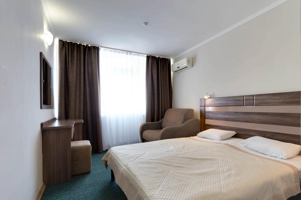 Санаторий Золотой Берег Евпатория 1-комнатный 2 местный номер ЮГ с балконом, корпуса №1-3